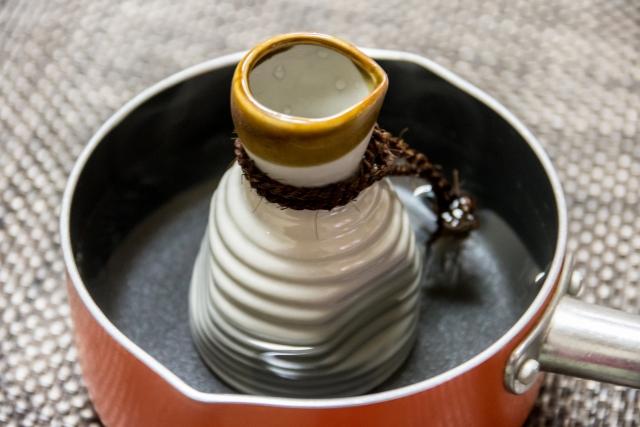 熱燗と雪平鍋